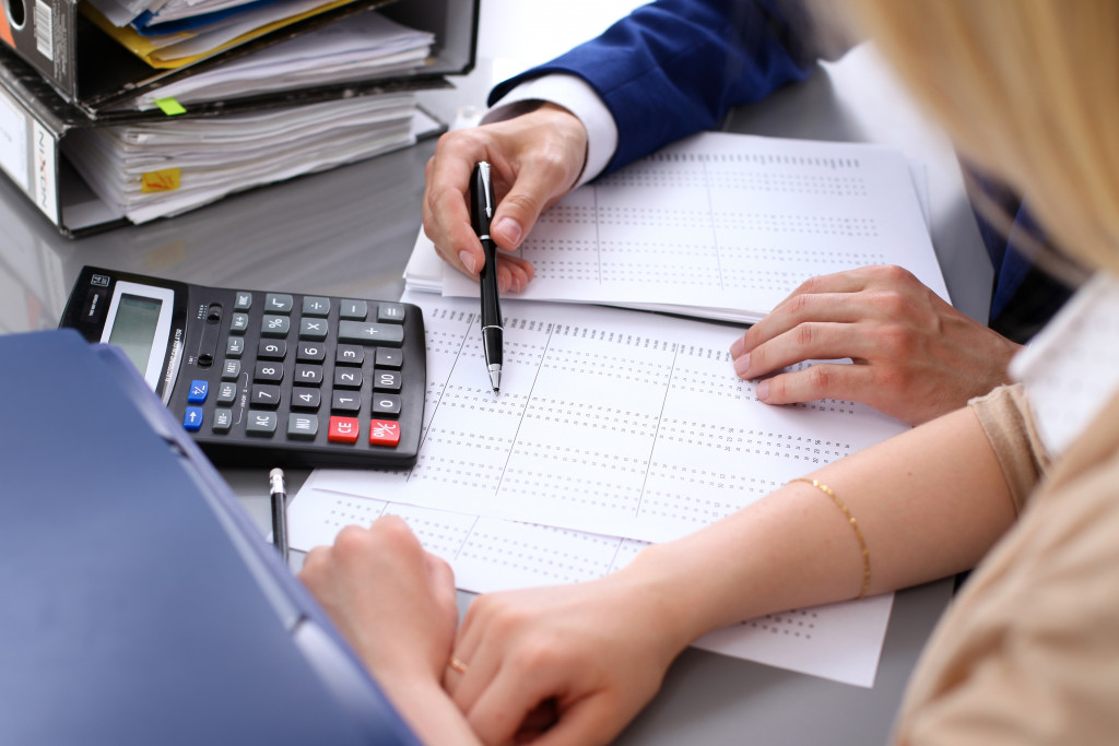 woman getting a financial consultation